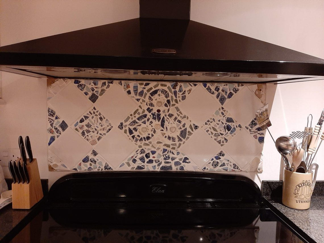 mosaic splashback in white and blue