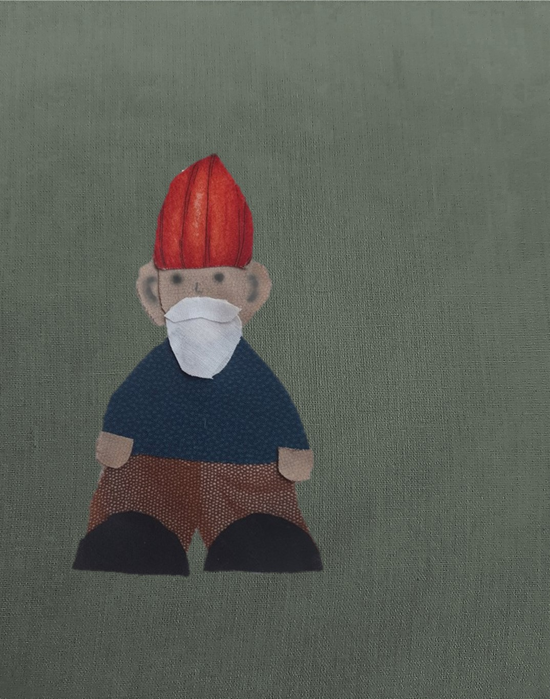 gnome with red hat and blue coat